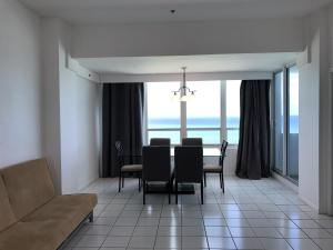 One-Bedroom Penthouse with Balcony and Ocean View - TS6