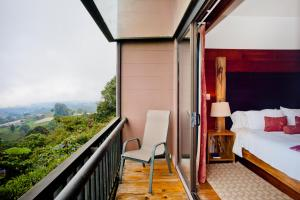 Queen Suite with Volcano View