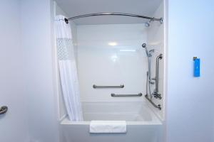 Queen Studio Suite with Two Queen Beds and Bath Tub - Mobility/Hearing Access - Non-Smoking