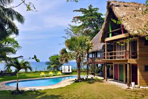 Casa Maravilla Beachfront Eco Lodge