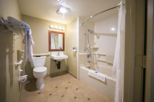 Queen Room with Spa Bath - Disability Access