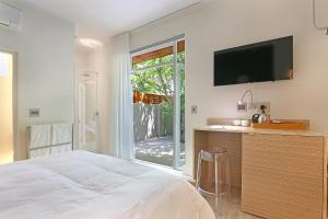 Deluxe Double Room with Terrace - 10