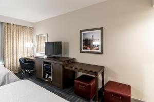 Executive Queen Suite with Two Queen Beds - Mobility/Hearing Access - Non-Smoking