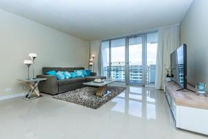 One-Bedroom Apartment with Balcony and City View 1618