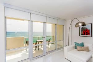 One-Bedroom Apartment with Sea View 1108