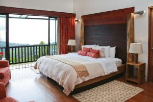 King Suite with Volcano View