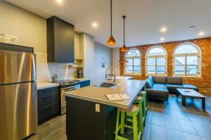 Two-Bedroom Penthouse Apartment + Bunkbed