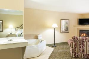 Queen Suite with Spa Bath- Non-SMoking