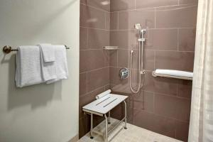 Queen Studio - Disability Access with Tub