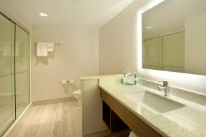 King Room - Disability Access with Bath Tub