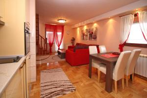 Stefan Apartment, Apartments  Zlatibor - big - 10