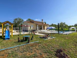 Holiday home Villa Mikela, Case vacanze  Tinjan - big - 38