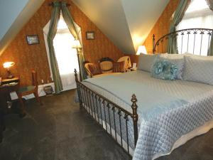 Superior Romantic King Room