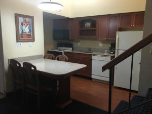 Two-Bedroom Suite with Kitchen - Non-Smoking