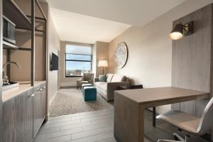 King Corner Suite - Hearing Accessible