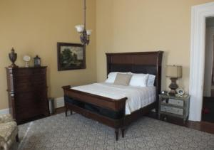 Deluxe King Suite with City View