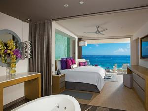 Xhale Club Junior Suite Ocean Front King