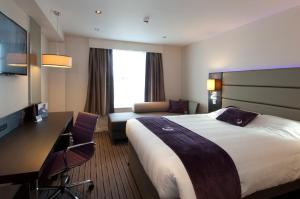 Premier Inn Guildford North - A3, Hotel  Guildford - big - 6