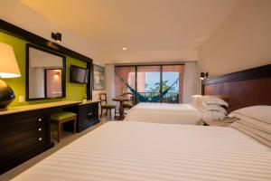Deluxe Double Room with Sea View (2 Adults + 2 Children)