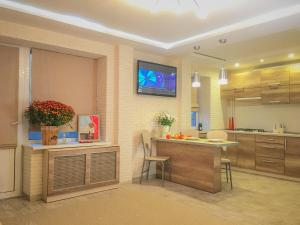 Studio Luxe on Victory Street in the city center, Apartmány  Vinnycja - big - 8