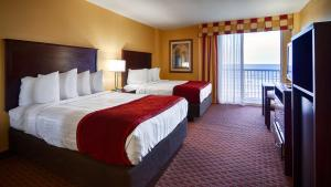Queen Room With Two Queen Beds With Ocean View - Disability Access / Non-Smoking