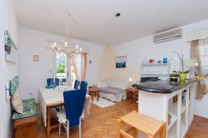Two-Bedroom Apartment in Rab VI, Appartamenti  Barbat na Rabu - big - 13