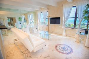 Three-Bedroom Suite with Ocean View