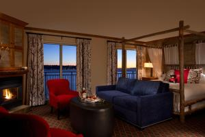 Two Double Beds with Sea View