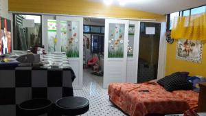 Orasa Homestay, Homestays  Sattahip - big - 57