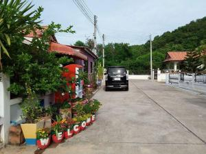 Orasa Homestay, Homestays  Sattahip - big - 56