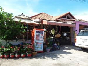 Orasa Homestay, Homestays  Sattahip - big - 11
