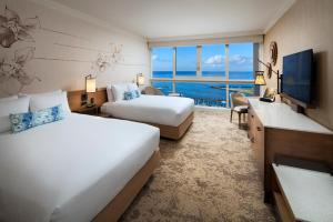 Escape to Waikiki - Ocean Front Two-Bedroom Suite, Newly Renovated