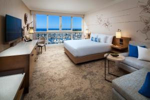 Escape to Waikiki - Club Floor - King or 2 Queens, Newly Renovated