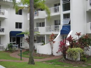Photo of Cannes Court Apartments