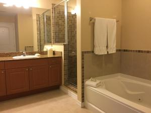 Deluxe One-Bedroom Suite with Spa Bath