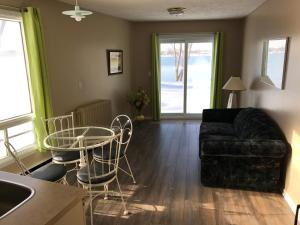 Motel Belle Riviere, Motely  Saint-Jean-sur-Richelieu - big - 2