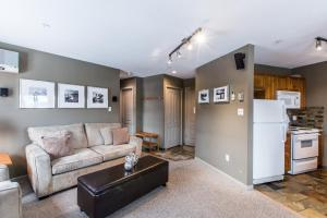 Town Plaza - One-Bedroom Apartment - 4314 Main Street