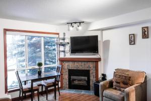 Glacier's Reach - Family Apartment - 4388 Northlands Boulevard