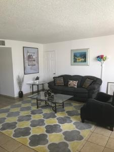 Huge 2BD/2 BATH. Apt. fully furnished in Burbank, Apartmány  Burbank - big - 1