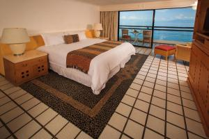 Deluxe Suite with Ocean View and Terrace