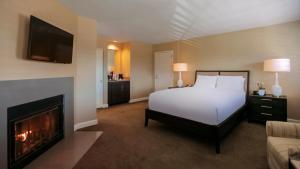 Executive Two Queens Suite