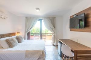 Superior Double Room with Balcony and Partial Sea View