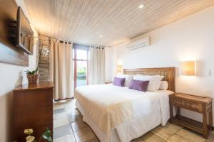 Standard Double Room with Balcony and Partial Sea View