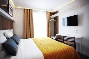 Two Connecting Double Rooms
