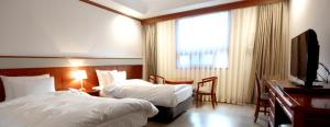 Crown Hotel, Hotels  Changwon - big - 12