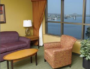 King Suite with River View - Non-Smoking