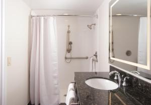 King Suite - Hearing Accessible with Roll-In Shower - Non-Smoking