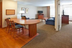 One-Bedroom Queen Suite - Disability Access