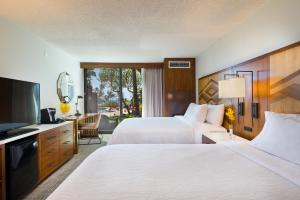Queen Room with Two Queen Beds with Lanai and Ocean View