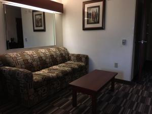 Queen Suite with Sofa Bed - Disability Access